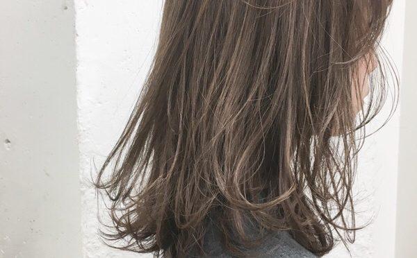 【毛先の束感】毛先を軽めにする《束感カット》が人気です。