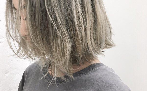 【ホワイトヘアー】ブリーチ2回で出来るホワイト系カラー特集!
