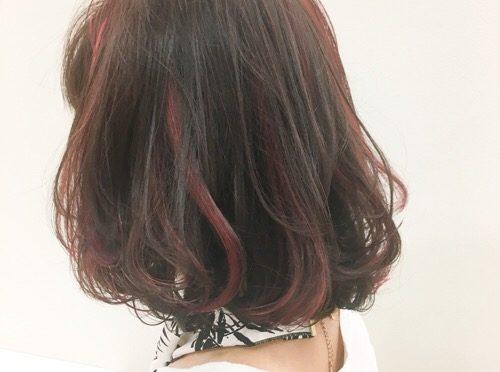 【ピンクハイライト】ビビットな色のベースカラーはブラウンがオススメ