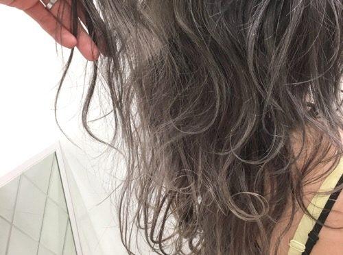 【夏のヘアカラー】ツヤと透明感のホワイト&グレージュ